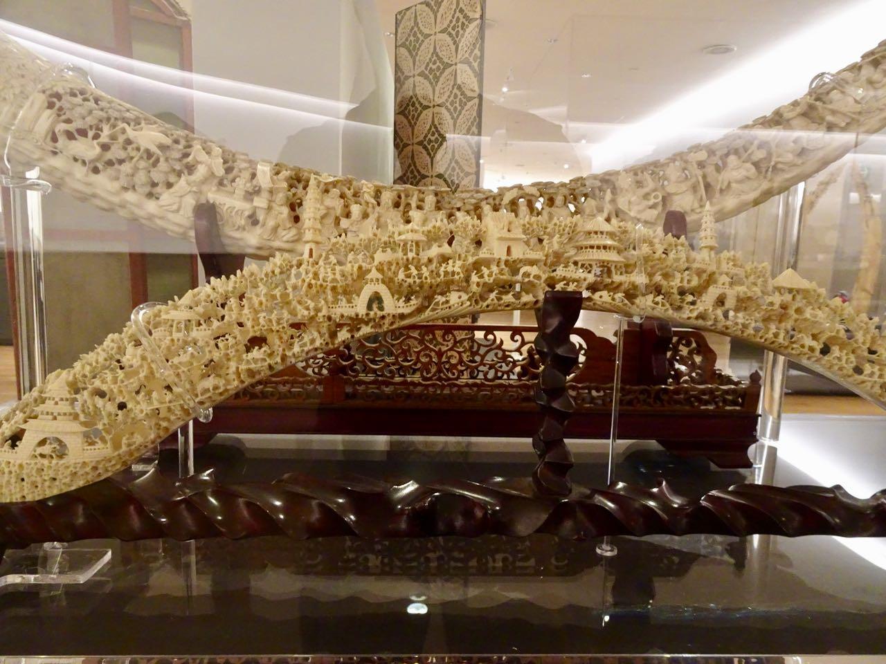Alte Elfenbeinkunst aus Asien