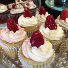 rasp cupcake.jpg