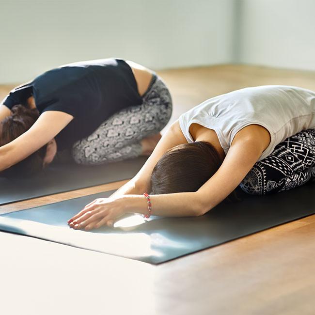 ¿Estrés? Intenta esta fácil rutina de Yoga que te tomará 10 minutos