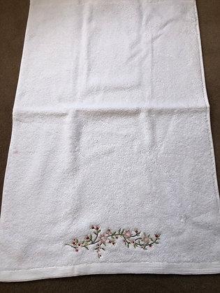 Trailing flowers hand towel