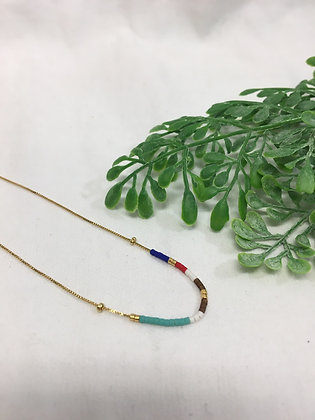 Dainty gold neckace with beads