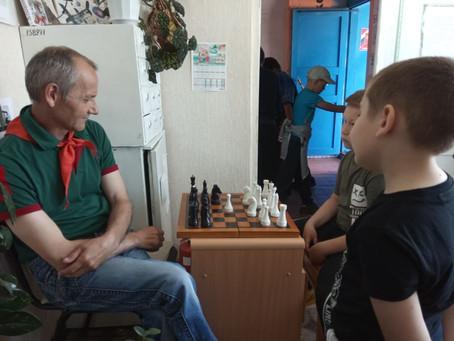 Товарищеская встреча по шахматам «Ход конём»