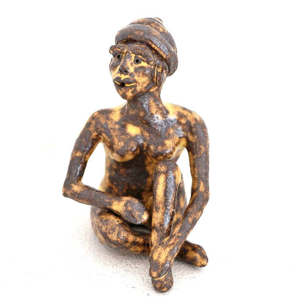 The sitting woman sculpture