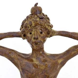 man-with-appel-sculpture-ceramics-1_edit