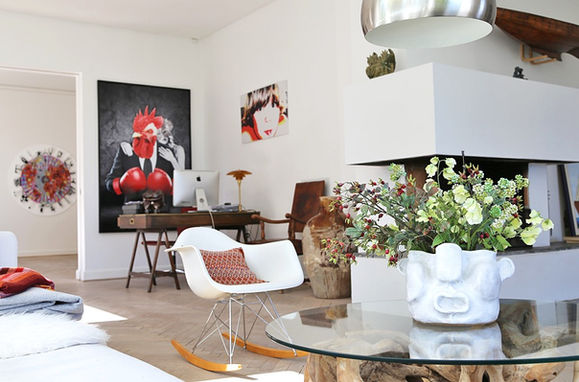 Indian face vase in the livingroom