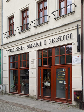 Olsztyn, Targ Rybny 11. Szyld Tyrolskie Smaki