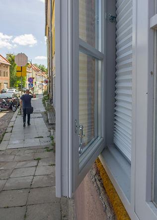 okno ościeżnicowe z szybą zespoloną