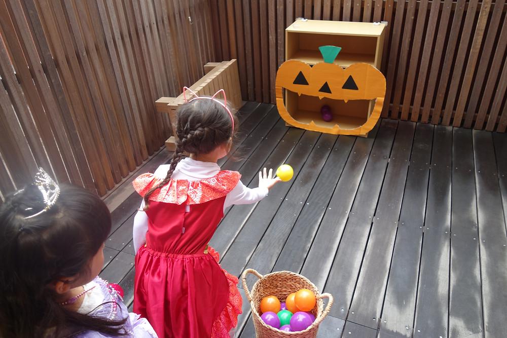 かぼちゃのボール投げ ハロウィン