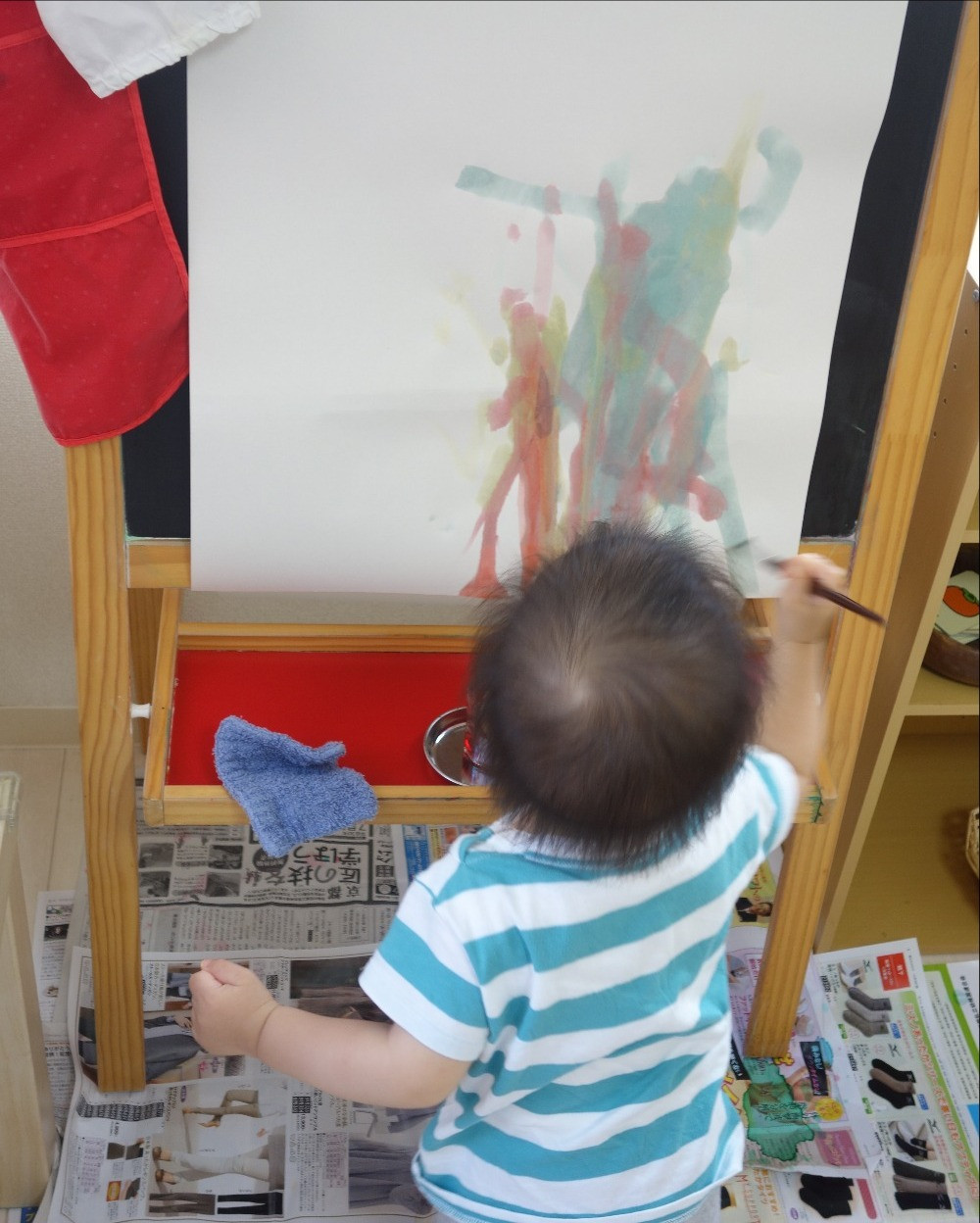 インファント お仕事 絵筆を使う 描く