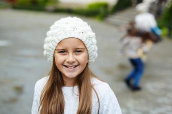 Pretty-little-girl-posing-to-camera