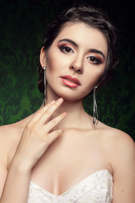 Portrait-of-a-bride-408856.jpg