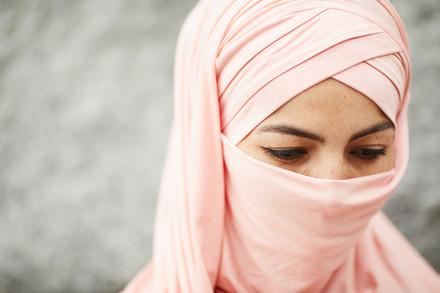 Muslim-woman-deep-in-thoughts-545535.jpg