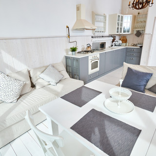 Minimalistic-dining-room-interior-558953