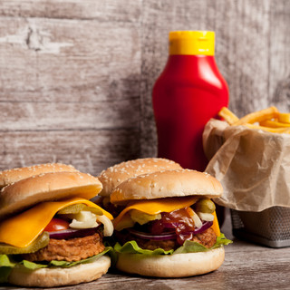 Delicious-home-made-cheeseburgers-347520
