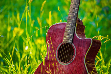 Red-acoustic-guitar-581153-2.jpg