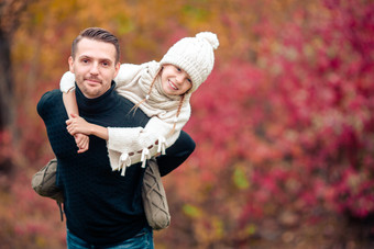 Father-and-daughter-in-autumn