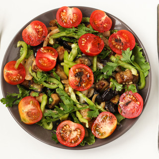 Salad-with-aubergines-and-tomato-748151.
