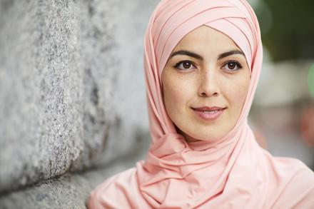 Pensive-muslim-woman-545494.jpg
