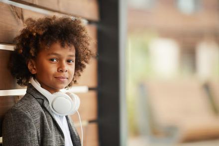 Elementary-student-with-headphones-81043