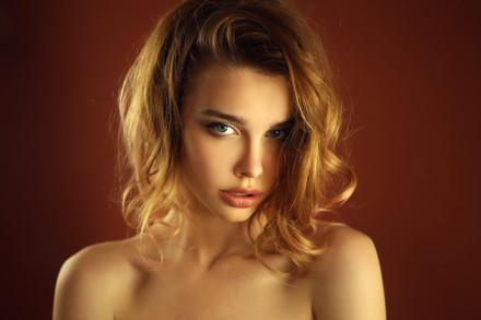 Fashion-woman-portrait-579320.jpg
