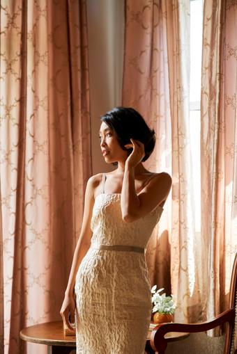 Beautiful-elegant-bride-464841.jpg
