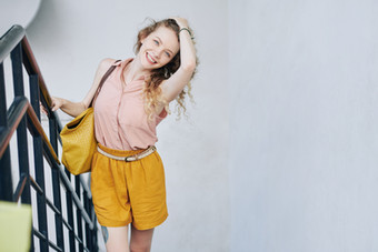 Beautiful-happy-young-woman-461700.jpg
