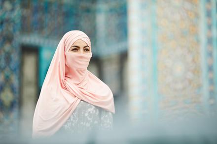 Introspective-muslim-woman-visiting-5455