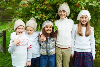 Children-posing-outdoors