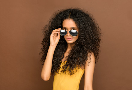 Woman-with-sunglasses-747587.jpg