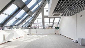 White-interior-with-a-glass-ceiling-3616