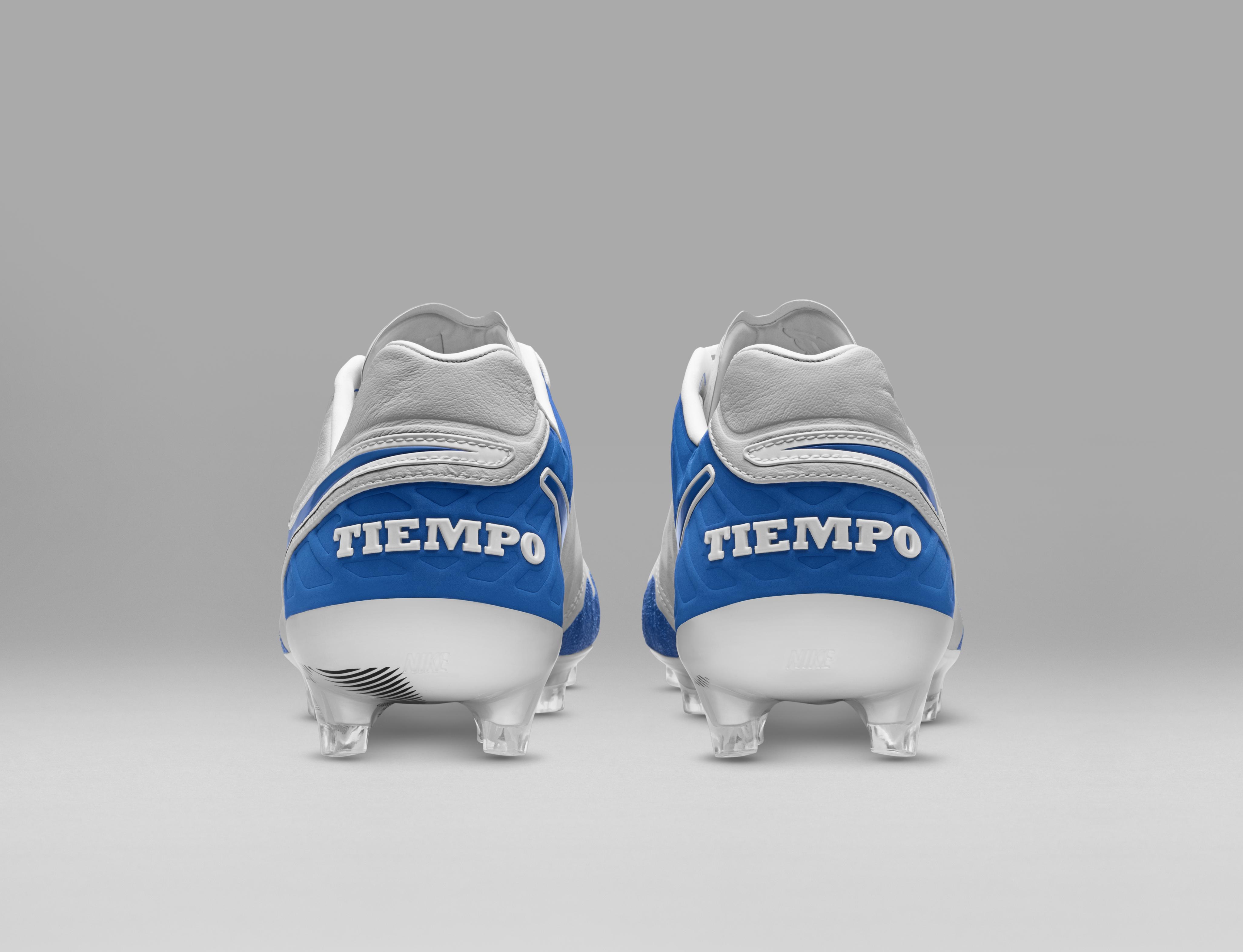 Nike Revolution, le scarpe da calcio e calcetto ispirate