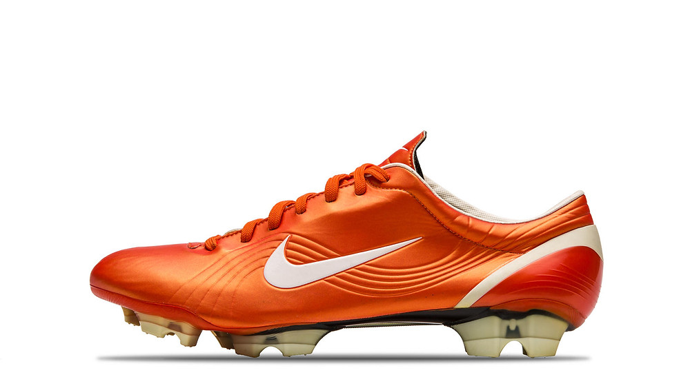 2003 Mercurial Vapor - Cristiano Ronaldo diventa un atleta Nike mentre giocava a Lisbona.
