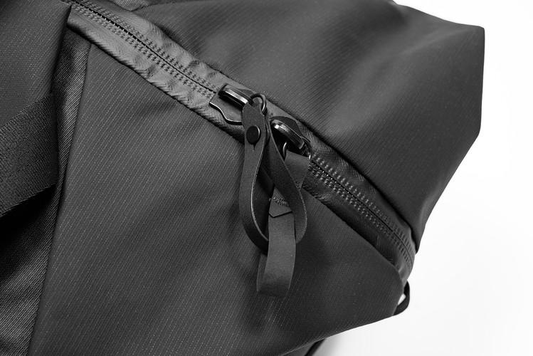 Die Zipper Puller bieten einen zuverlässigen Schutz vor Taschendieben, wenn sie miteinander verbunden werden.