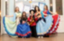 Танцующая семья (Васильевы).jpg