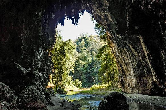 ล่องแพ ชมถ้ำแห่งประวัติศาสตร์ ที่ถ้ำน้ำลอด