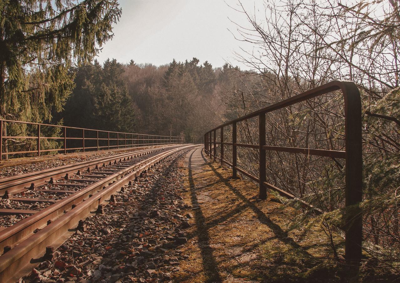 Blick über die Eisenbahnbrücke