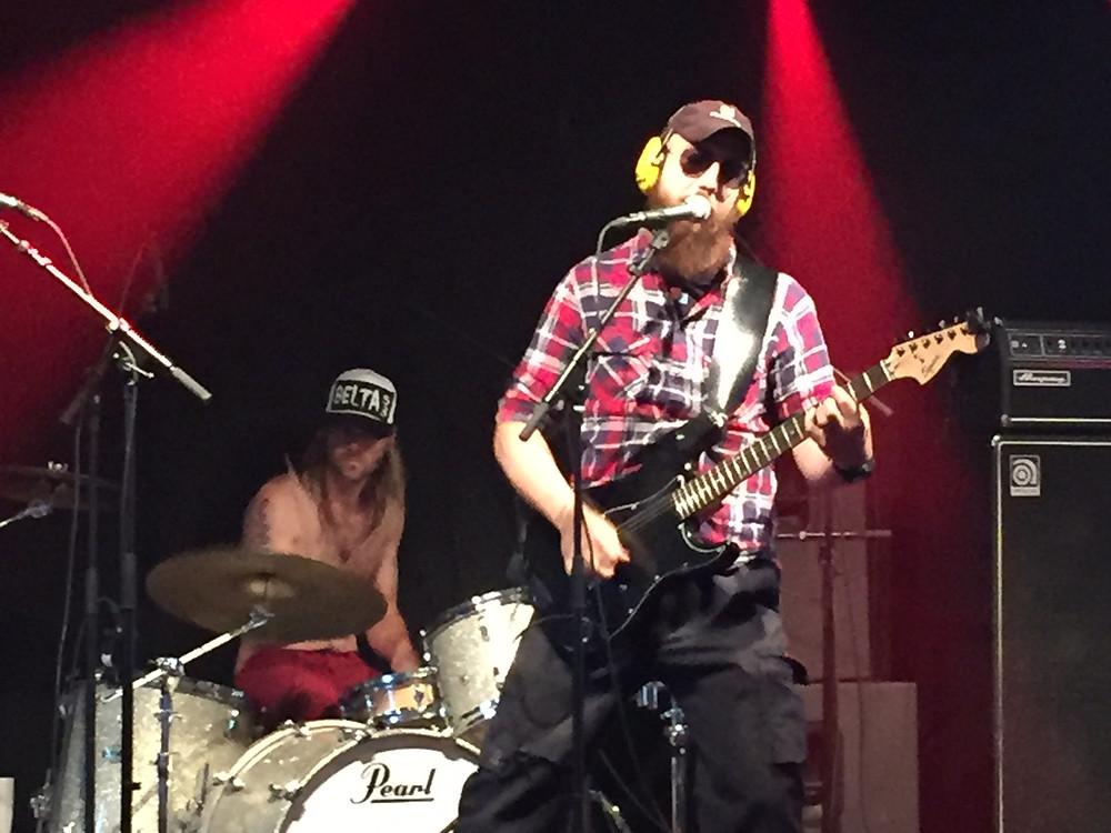 Anders andra band Spegelmannen var första bandet ut på Idelunds Trädgårdsfest