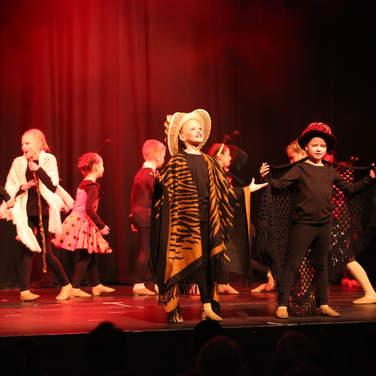 Footsteps Theatrical Workshop, Tonbridge, Kent, Hadlow, Theatre school, singing, acting, dancing, musical theatre, children, costumes, west end, parties, sevenoaks, tunbridge wells