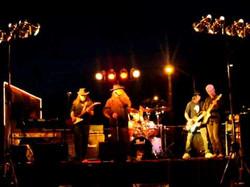 18 ON C Band Skinny Leonard stage