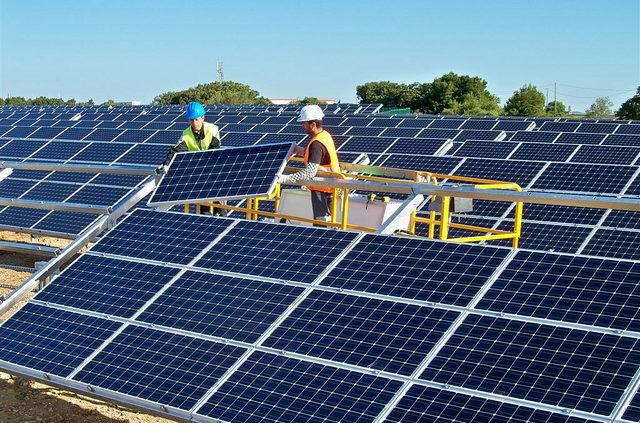 solar-installers-640x423