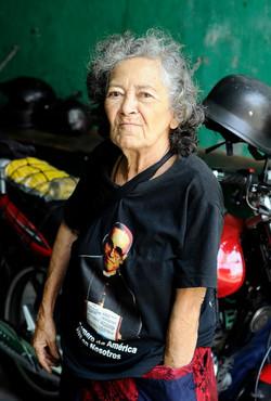 Repartidora de diarios, El Salvador
