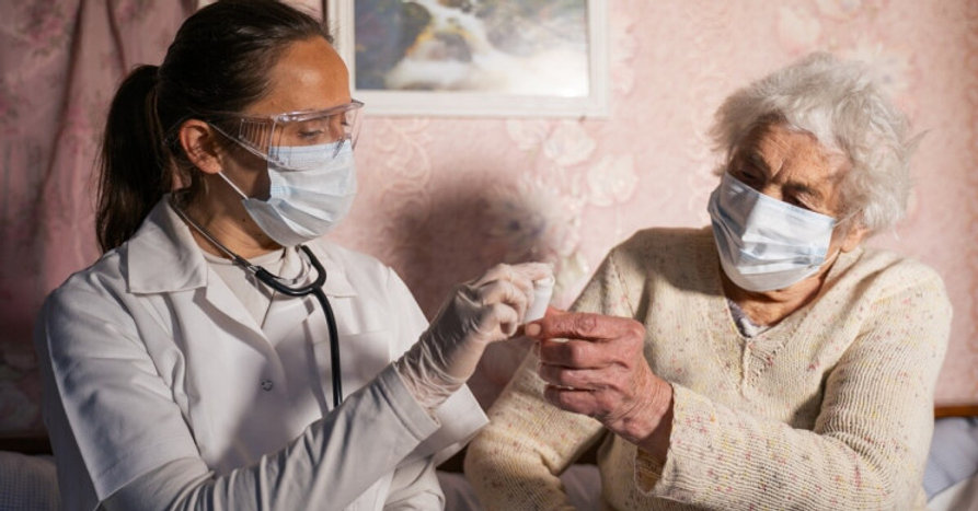 elderly-patient-coronavirus_resize_md.jp