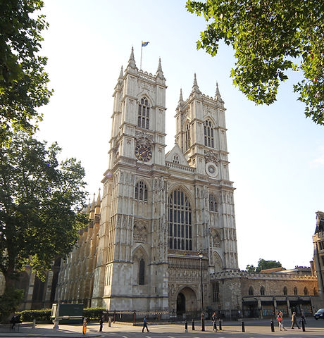 Westminster-Abbey-Outside-Area.jpg