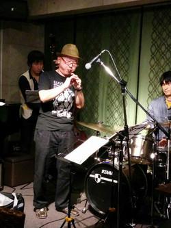 東京倶楽部本郷店でのライブ