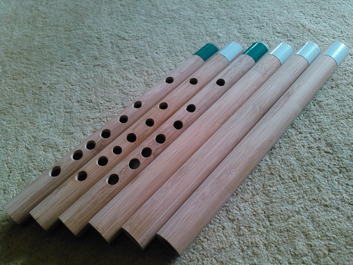 竹の木製エッセンシャルモデルの試作品と加工前の木管