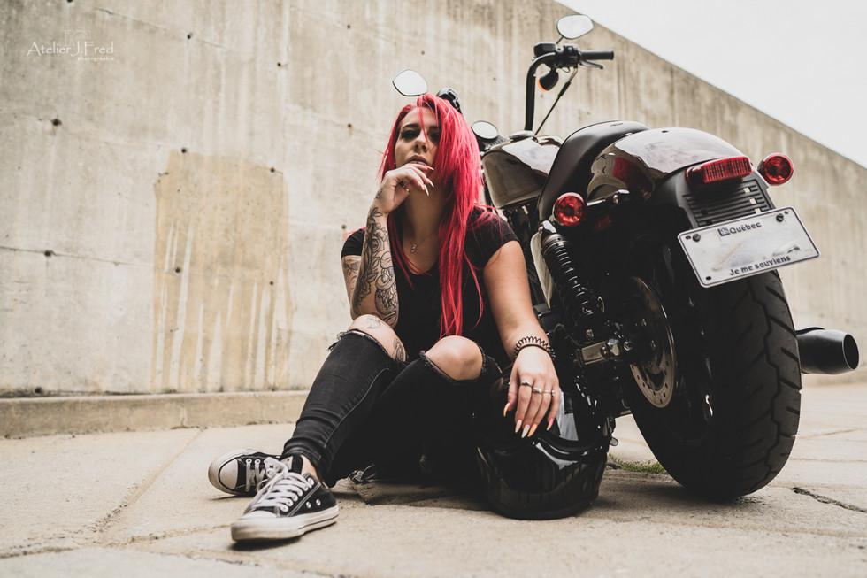 Photo femme moto (1).jpg