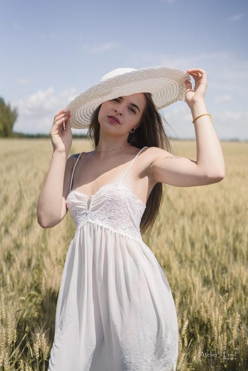 Photo femme blé (2).jpg