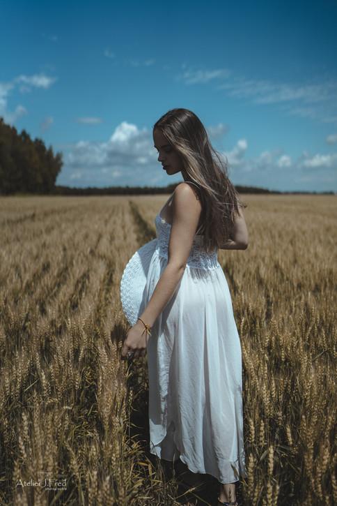 Photo femme blé (3).jpg