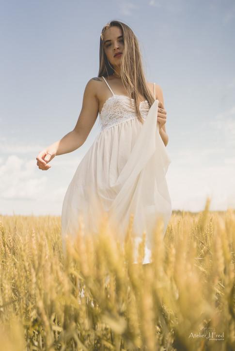 Photo femme blé (9).jpg