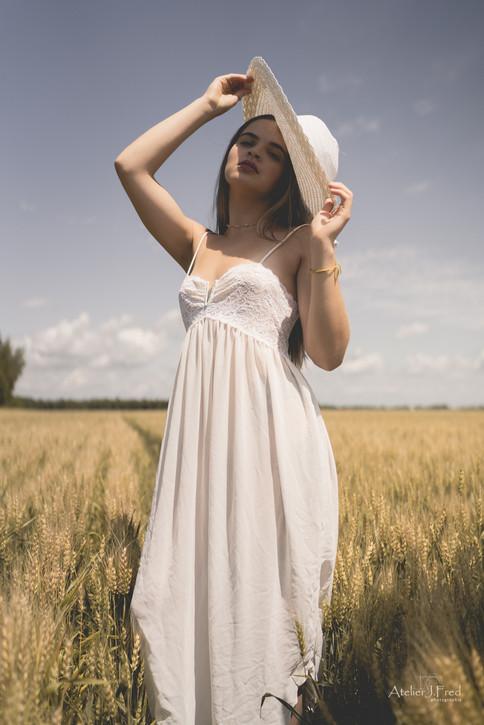 Photo femme blé (1).jpg